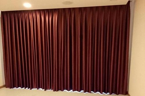 Lắp đặt rèm vải tone màu đỏ đô sang trọng tại Xala Hà Đông