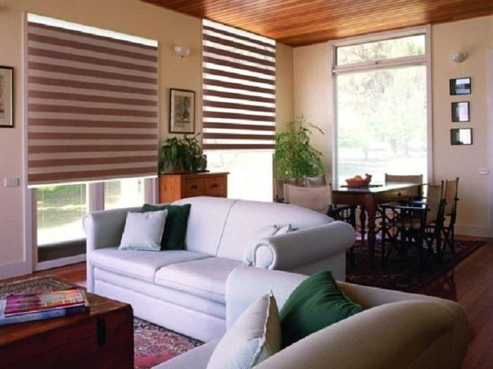 sử dụng rèm cầu vồng cho cửa sổ phòng khách