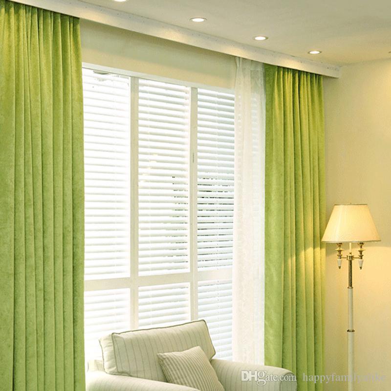 rèm màu xanh lá cây cho tường màu kem